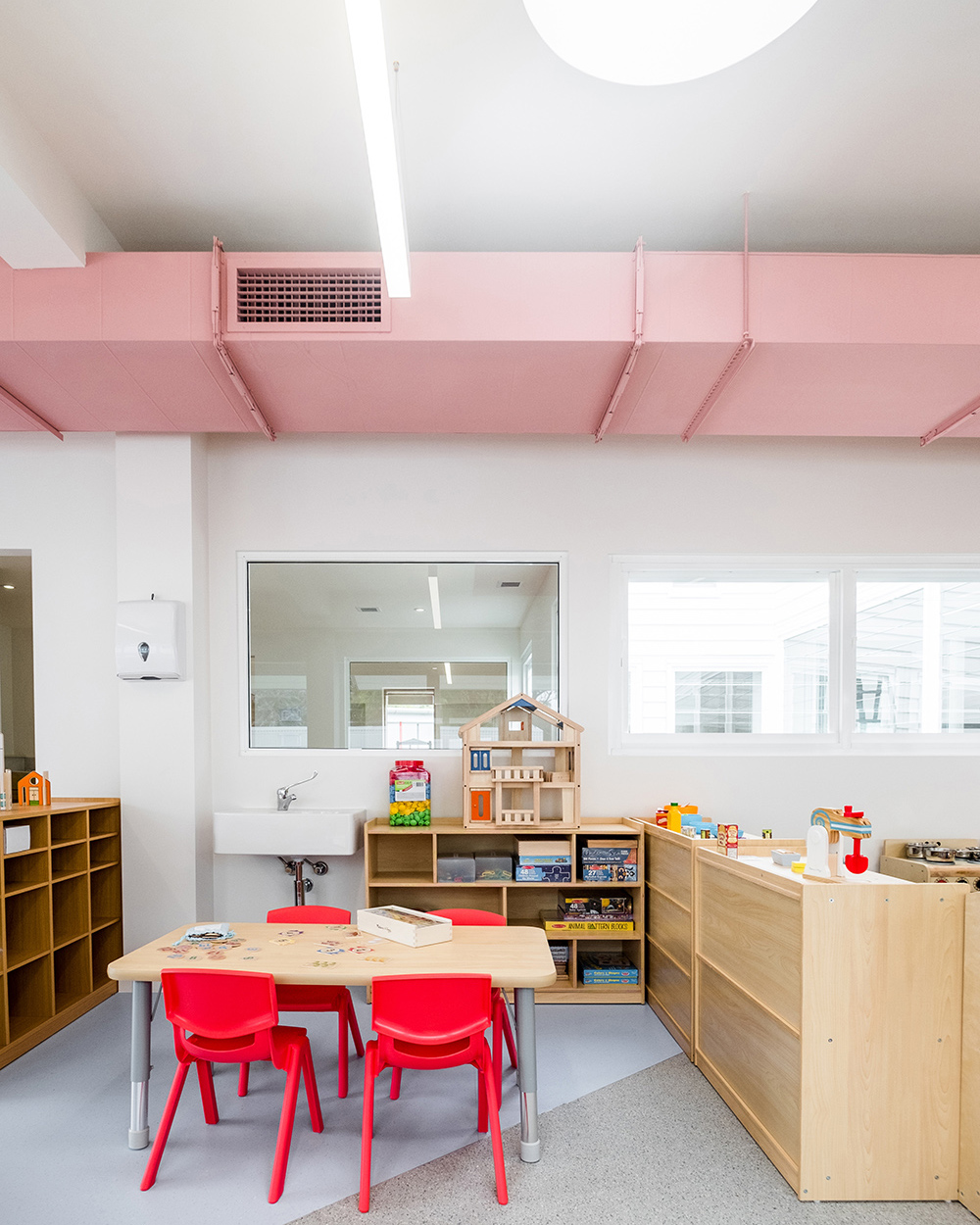 Dulux Colour Awards 2019 Australian Grand Prix Winner Project _ Giraffe Learning Centre (NSW) by Supercontext Architecture Studio Photographer _ Adam Madigan and Bob Barrett