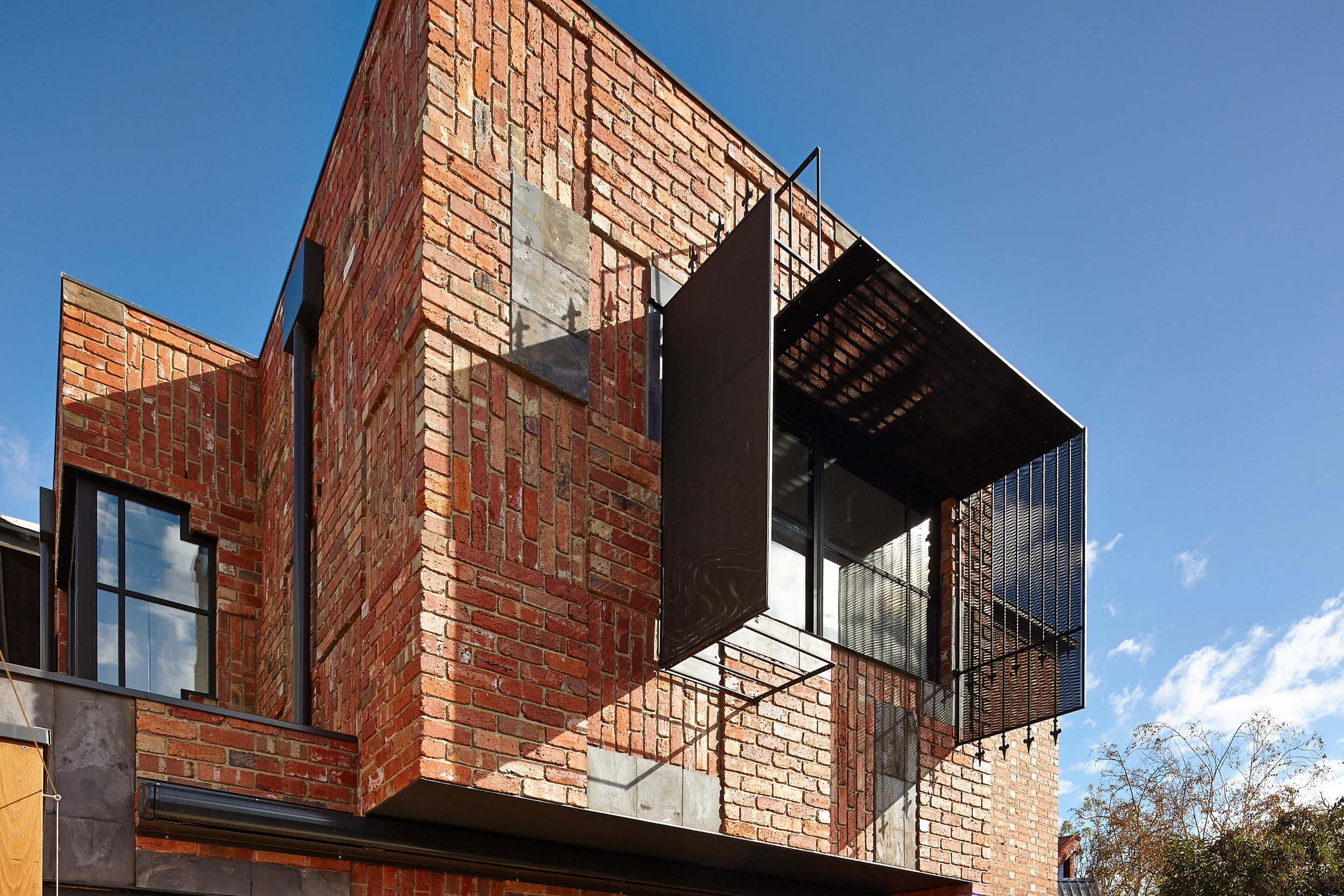 cubo-house-phooey-architects-the-design-emotive-08.jpg