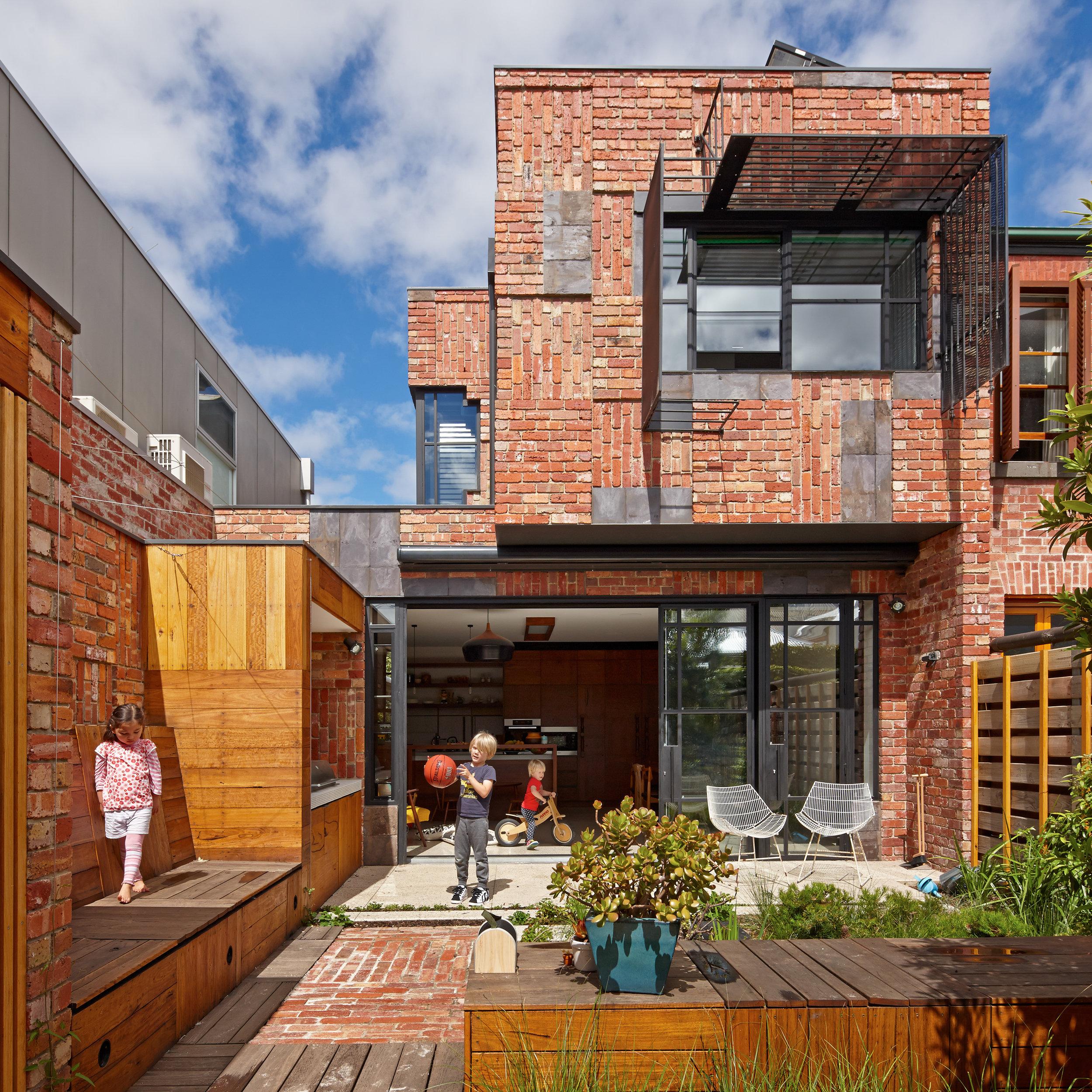 cubo-house-phooey-architects-the-design-emotive-10.jpg