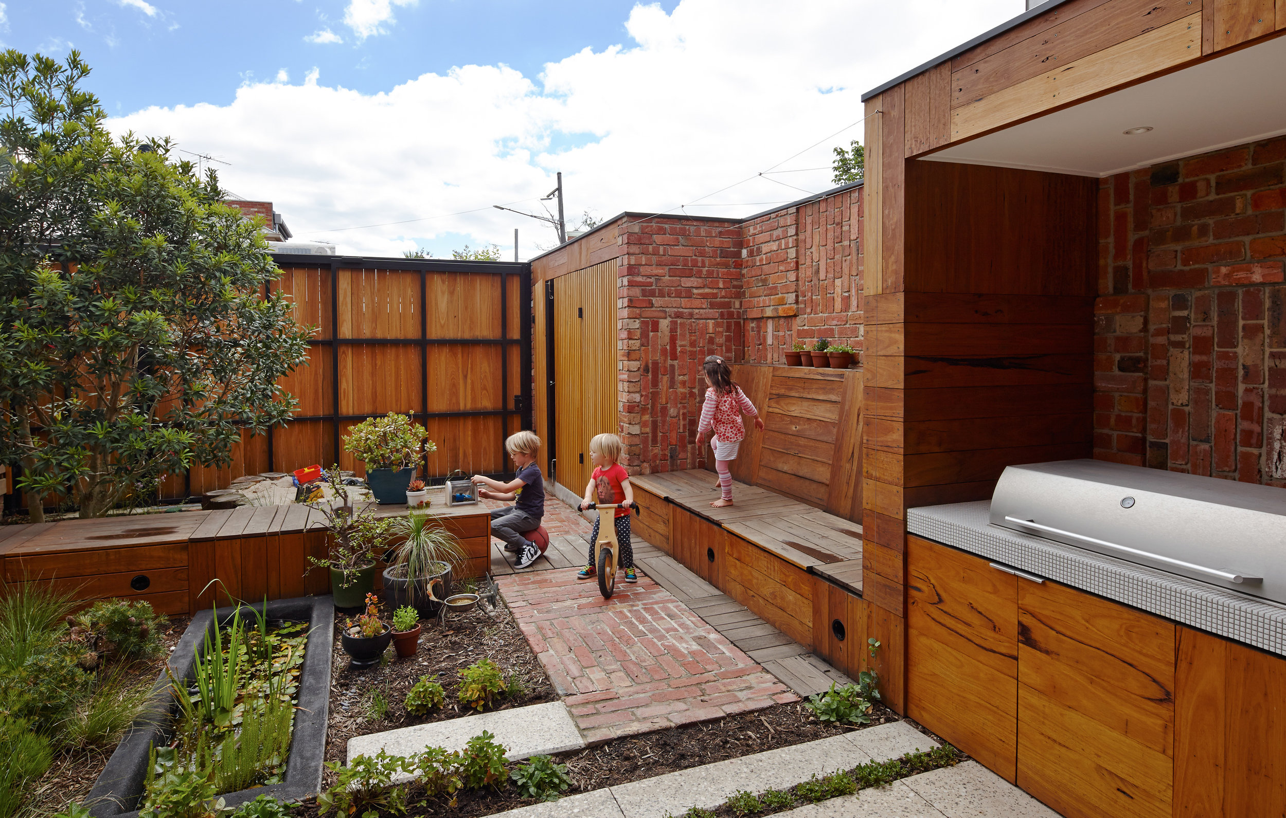 cubo-house-phooey-architects-the-design-emotive-15.jpg