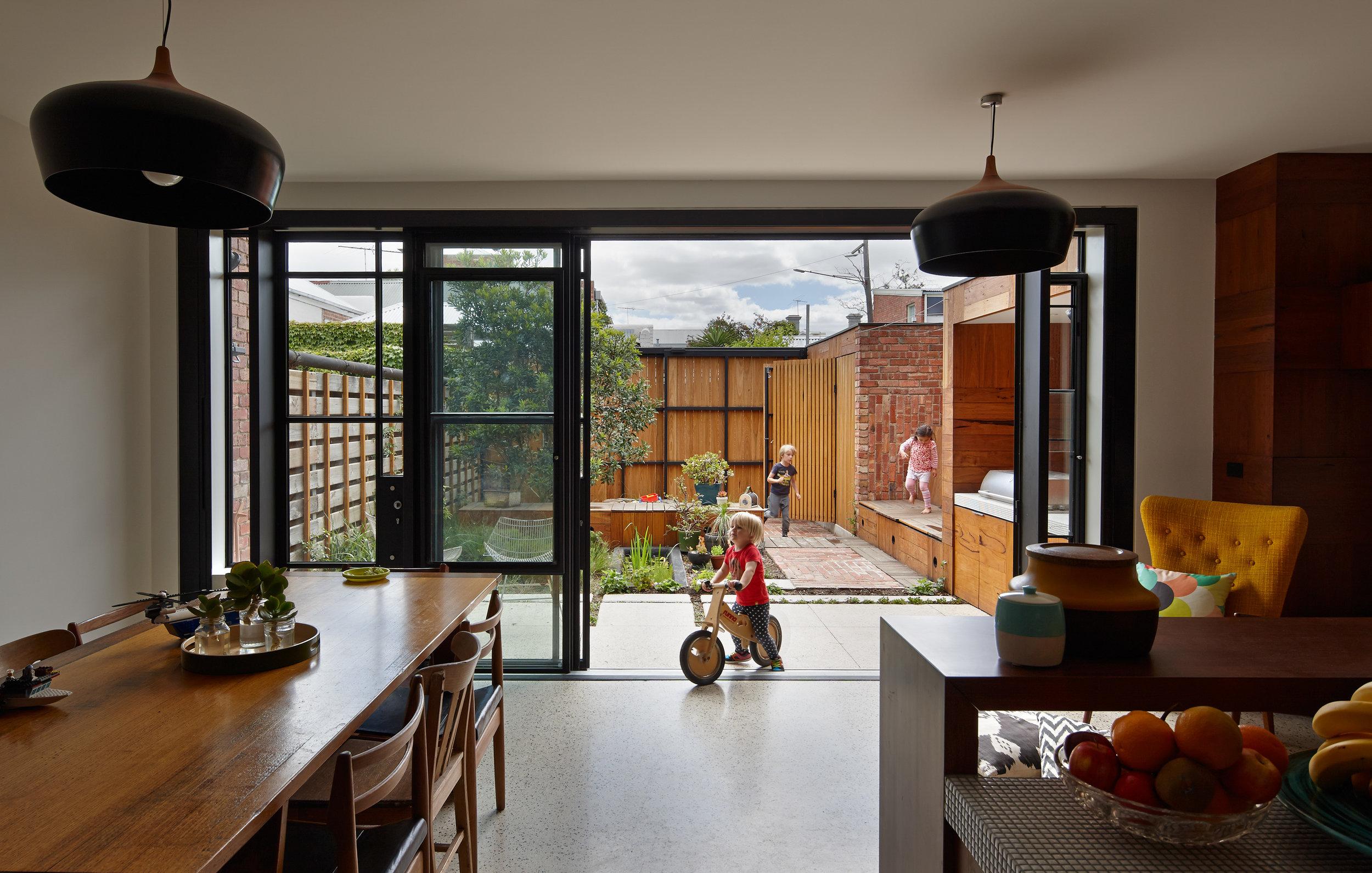 cubo-house-phooey-architects-the-design-emotive-16.jpg