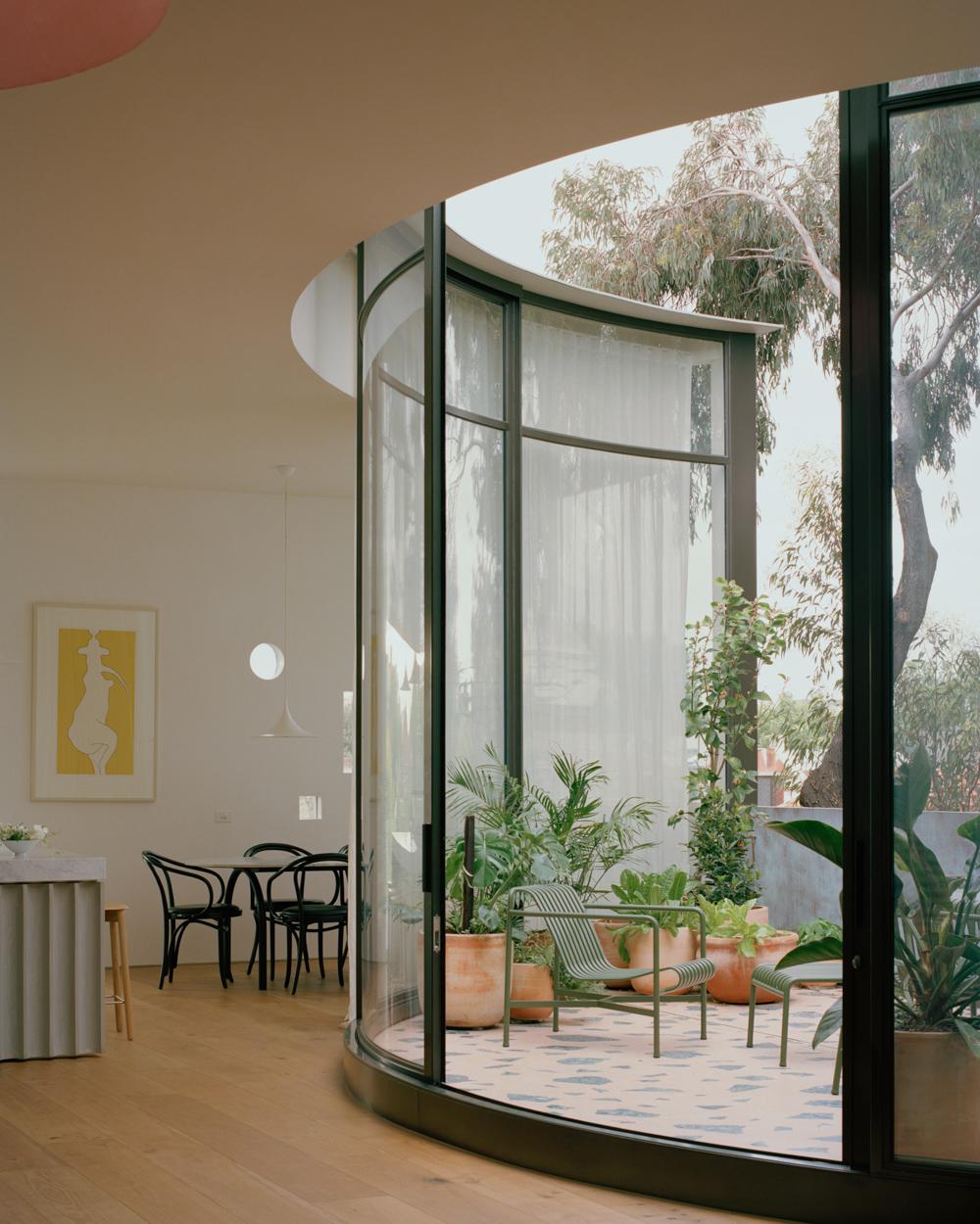 Curved window idea