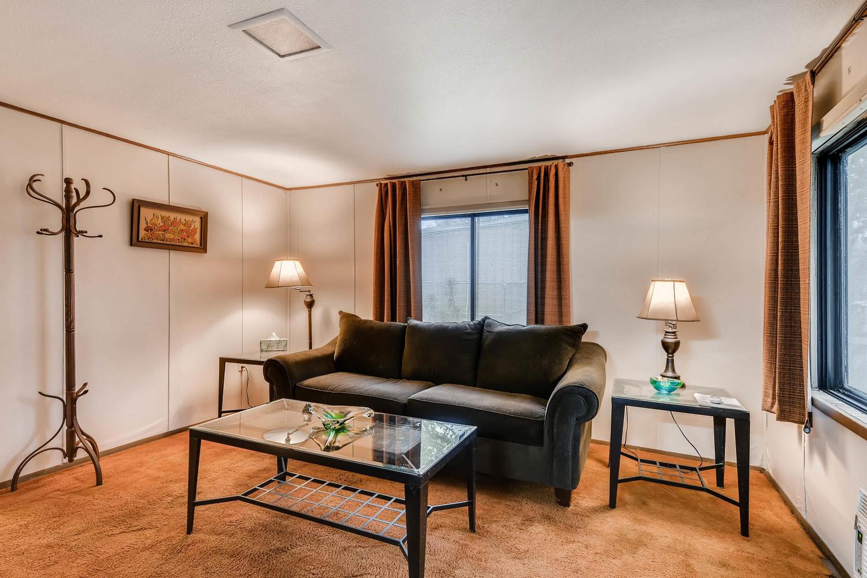 106 N Ave E Elgin TX 78621 USA-large-007-2-Living Room-1500x1000-72dpi.jpg
