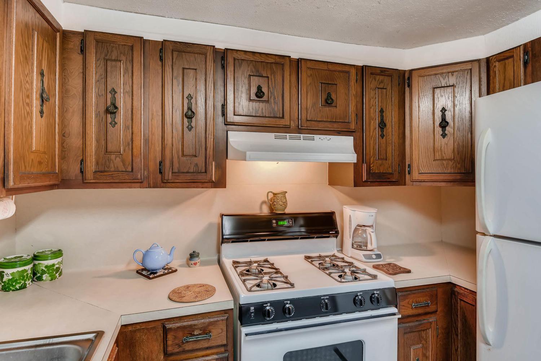 106 N Ave E Elgin TX 78621 USA-large-012-3-Kitchen-1500x1000-72dpi.jpg