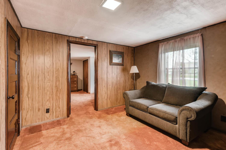 106 N Ave E Elgin TX 78621 USA-large-020-21-Bedroom-1500x1000-72dpi.jpg