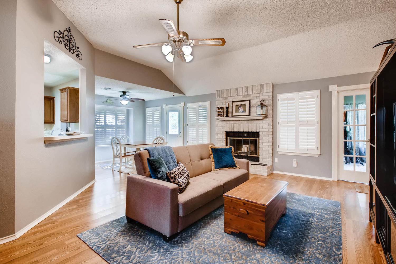 11313 Stormy Ridge Rd Austin-large-005-41-Living Room-1500x1000-72dpi.jpg
