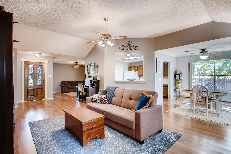 11313 Stormy Ridge Rd Austin-large-009-36-Living Room-1500x1000-72dpi.jpg