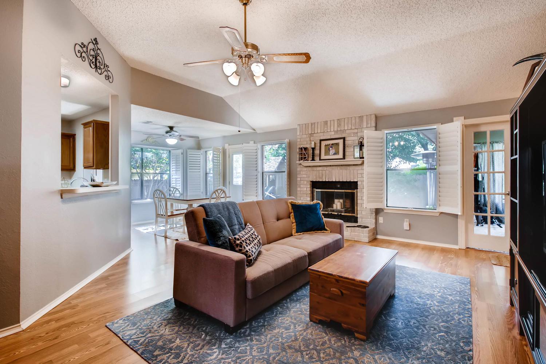 11313 Stormy Ridge Rd Austin-large-010-30-Living Room-1500x1000-72dpi.jpg