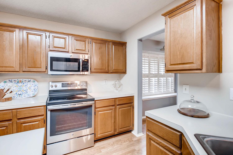 11313 Stormy Ridge Rd Austin-large-012-42-Kitchen-1500x1000-72dpi.jpg