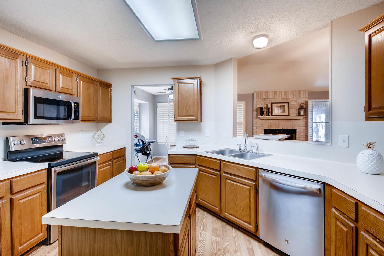 11313 Stormy Ridge Rd Austin-large-013-34-Kitchen-1500x1000-72dpi.jpg