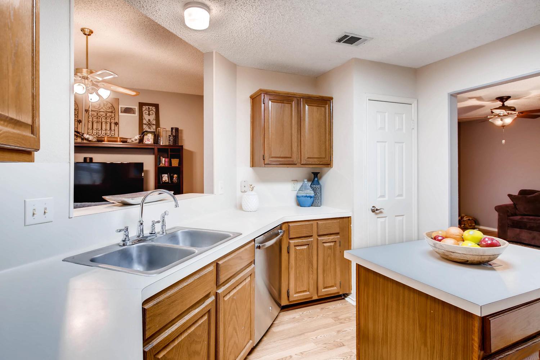11313 Stormy Ridge Rd Austin-large-014-32-Kitchen-1500x1000-72dpi.jpg