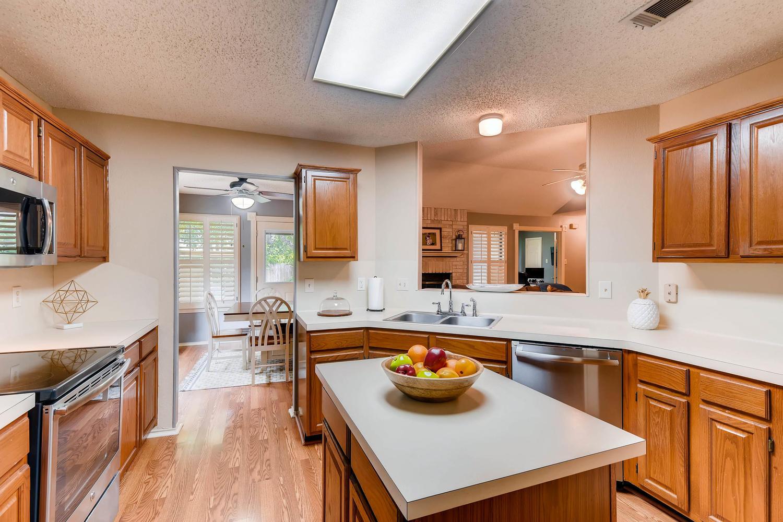 11313 Stormy Ridge Rd Austin-large-016-12-Kitchen-1500x1000-72dpi.jpg