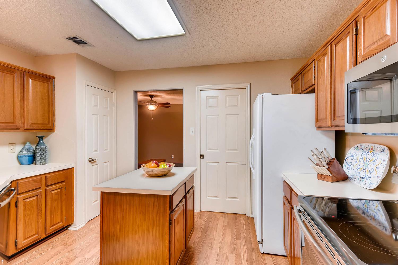 11313 Stormy Ridge Rd Austin-large-017-24-Kitchen-1500x1000-72dpi.jpg