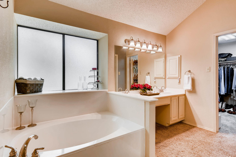 11313 Stormy Ridge Rd Austin-large-027-22-Master Bathroom-1500x1000-72dpi.jpg