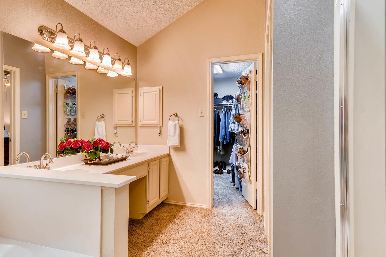 11313 Stormy Ridge Rd Austin-large-029-15-Master Bathroom-1500x1000-72dpi.jpg