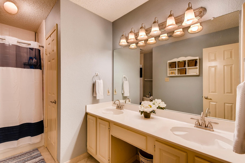 11313 Stormy Ridge Rd Austin-large-033-23-Bathroom-1500x1000-72dpi.jpg