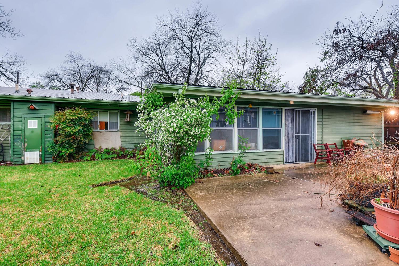 2000 Peach Tree St Austin TX-large-007-3-Back Yard-1500x1000-72dpi.jpg