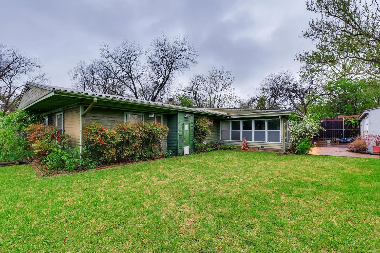 2000 Peach Tree St Austin TX-large-008-8-Back Yard-1500x1000-72dpi.jpg