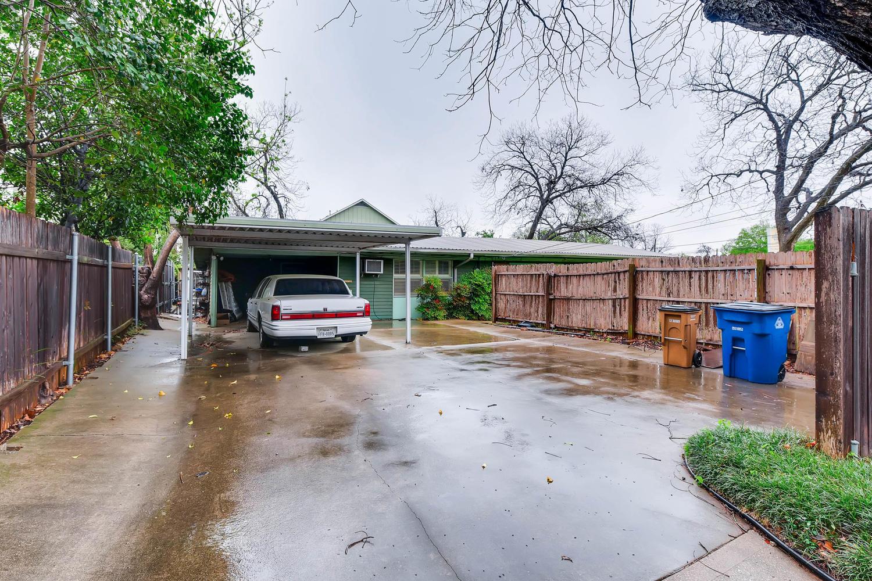 2000 Peach Tree St Austin TX-large-011-1-Parking-1500x1000-72dpi.jpg