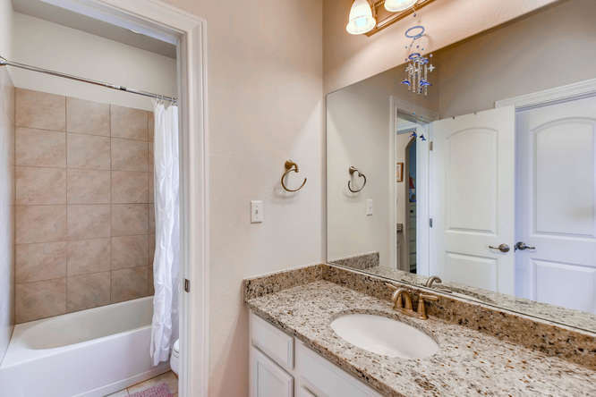 8507 Evelina Trai Austin TX-small-022-22-Bathroom-666x444-72dpi.jpg