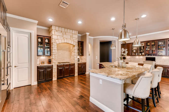 8725 Whispering Trail Austin-small-011-16-Kitchen-666x444-72dpi.jpg