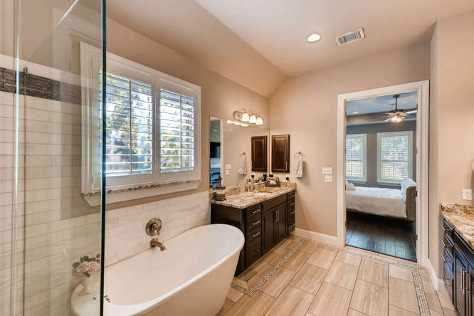8725 Whispering Trail Austin-small-018-11-Master Bathroom-666x444-72dpi.jpg