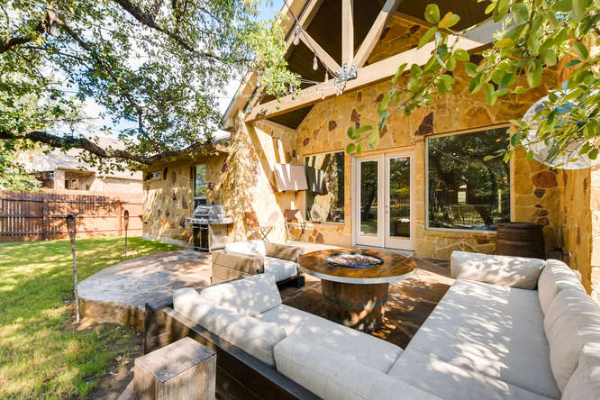 8725 Whispering Trail Austin-small-026-23-Patio-666x444-72dpi.jpg