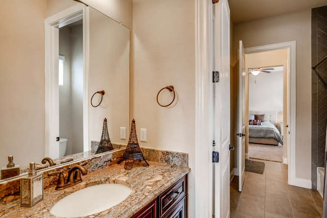 15713 De Fortuna Drive Bee-small-025-18-Jack and Jill Bathroom-666x444-72dpi.jpg