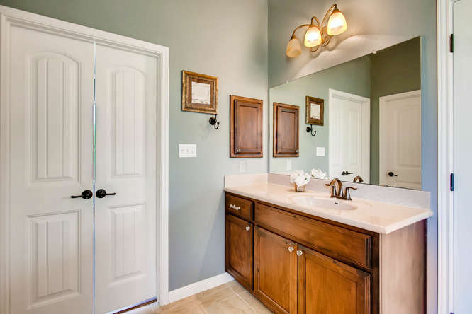 380 Torrington Drive-small-019-22-Master Bathroom-666x444-72dpi.jpg