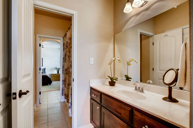 380 Torrington Drive-small-024-24-Jack and Jill Bathroom-666x444-72dpi.jpg