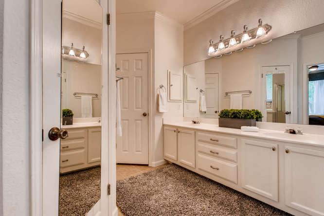 3305 Avenal Austin TX 78738-small-017-25-Master Bathroom-666x444-72dpi.jpg