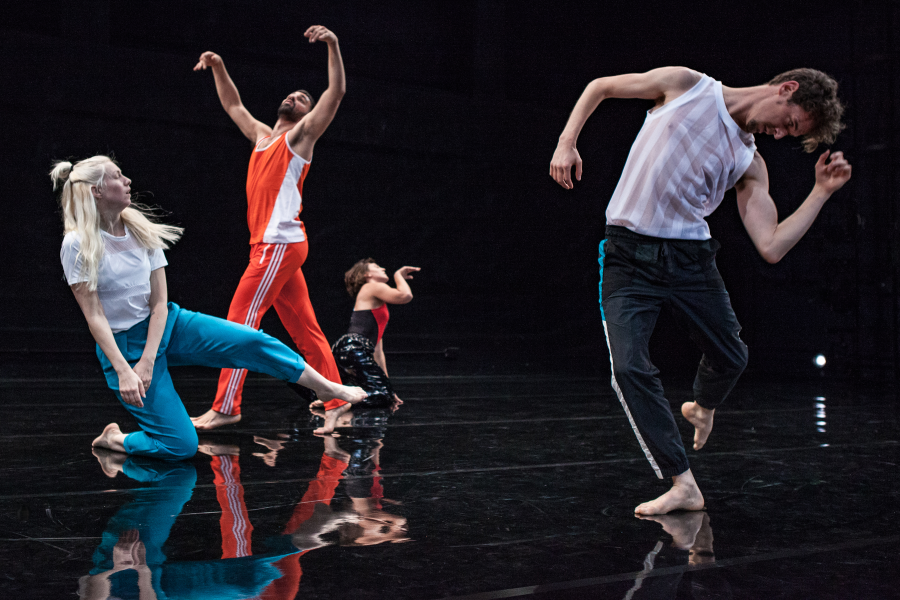 Joe Moran's 'On the Habit of Being Oneself' - Production/Dance photography