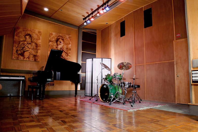 Studio00.jpg