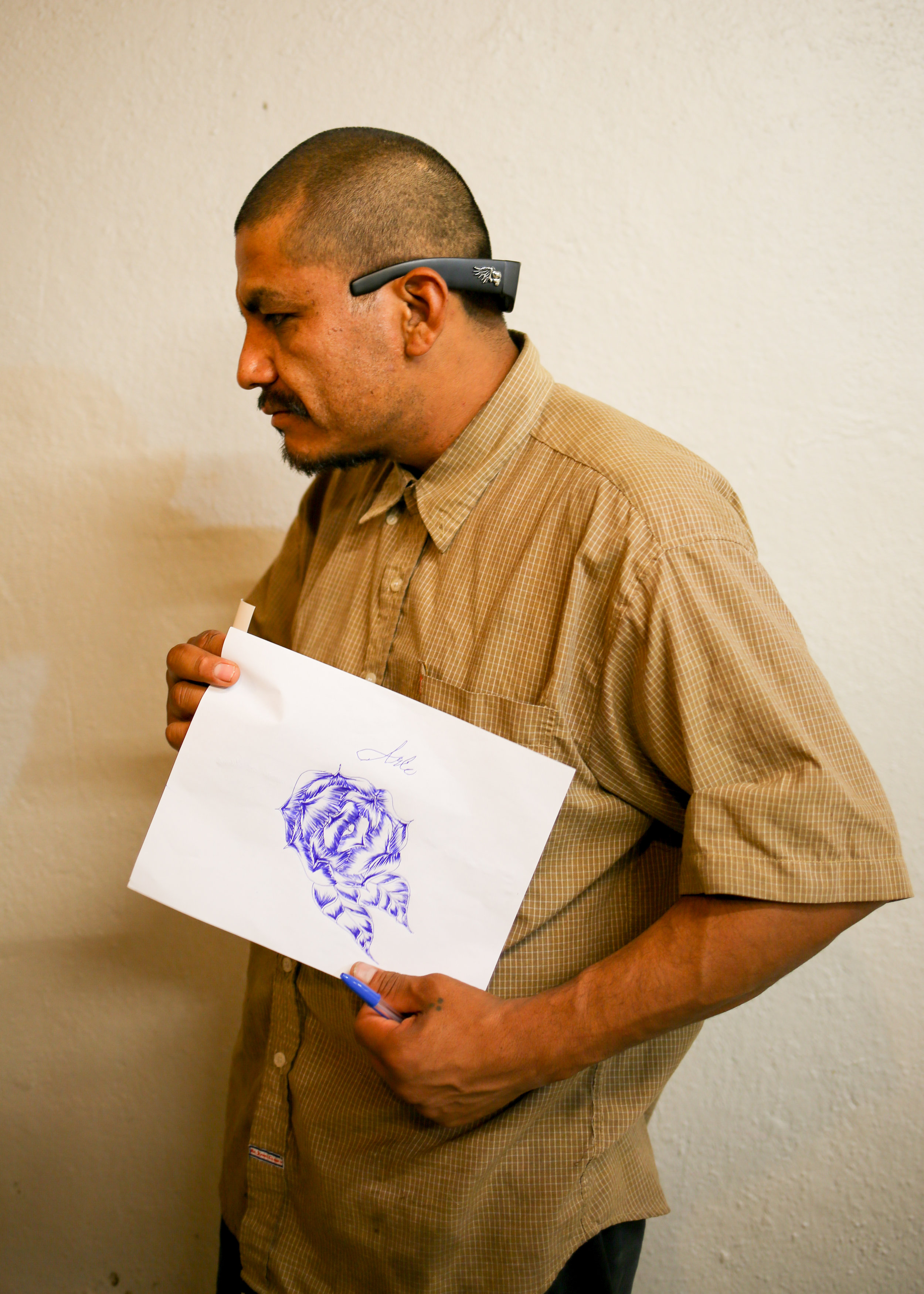 Migrant with his drawing of a rose, Tijuana, Mexico 2017