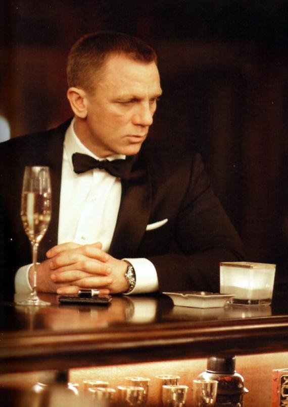 bond_champagne.jpg