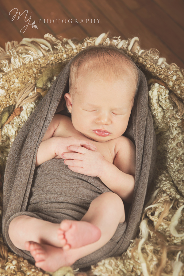 newborn_deacon_2999 2.jpg