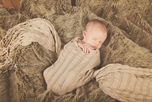 newborn_deacon_3116_b.jpg