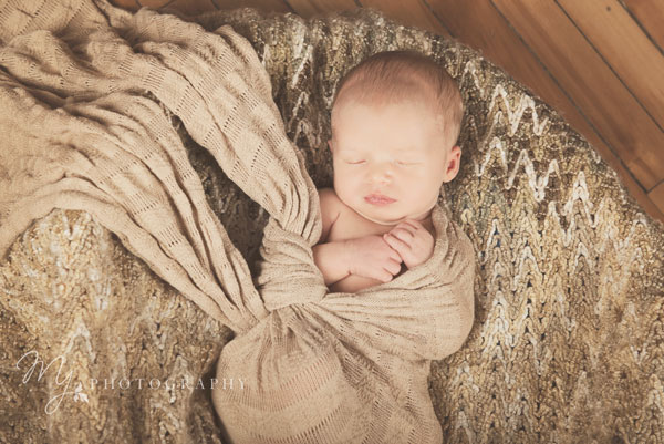 newborn_deacon_3134_b.jpg