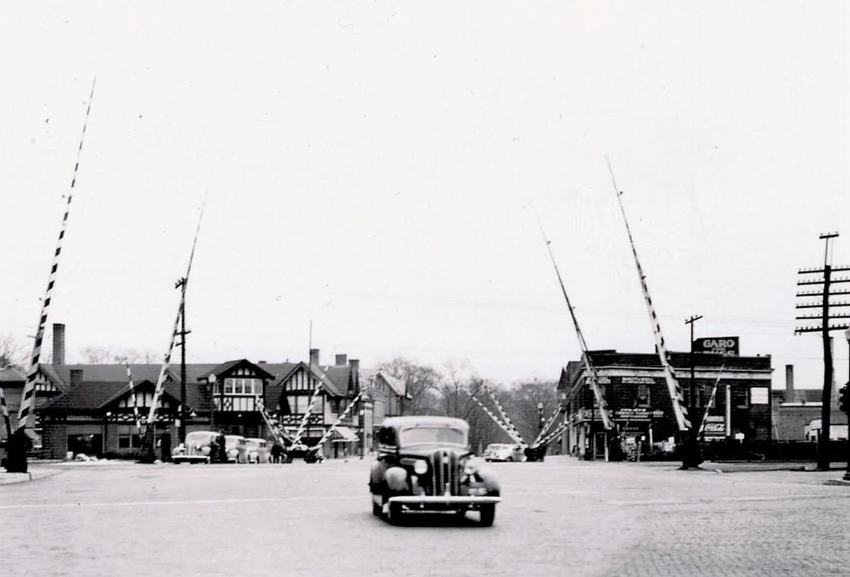 1938 - The lowering of Winnetka's railway tracks project begins in order to remove its dangerous railway crossings -