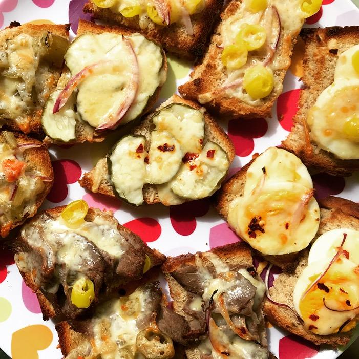 retro cheesy toasts