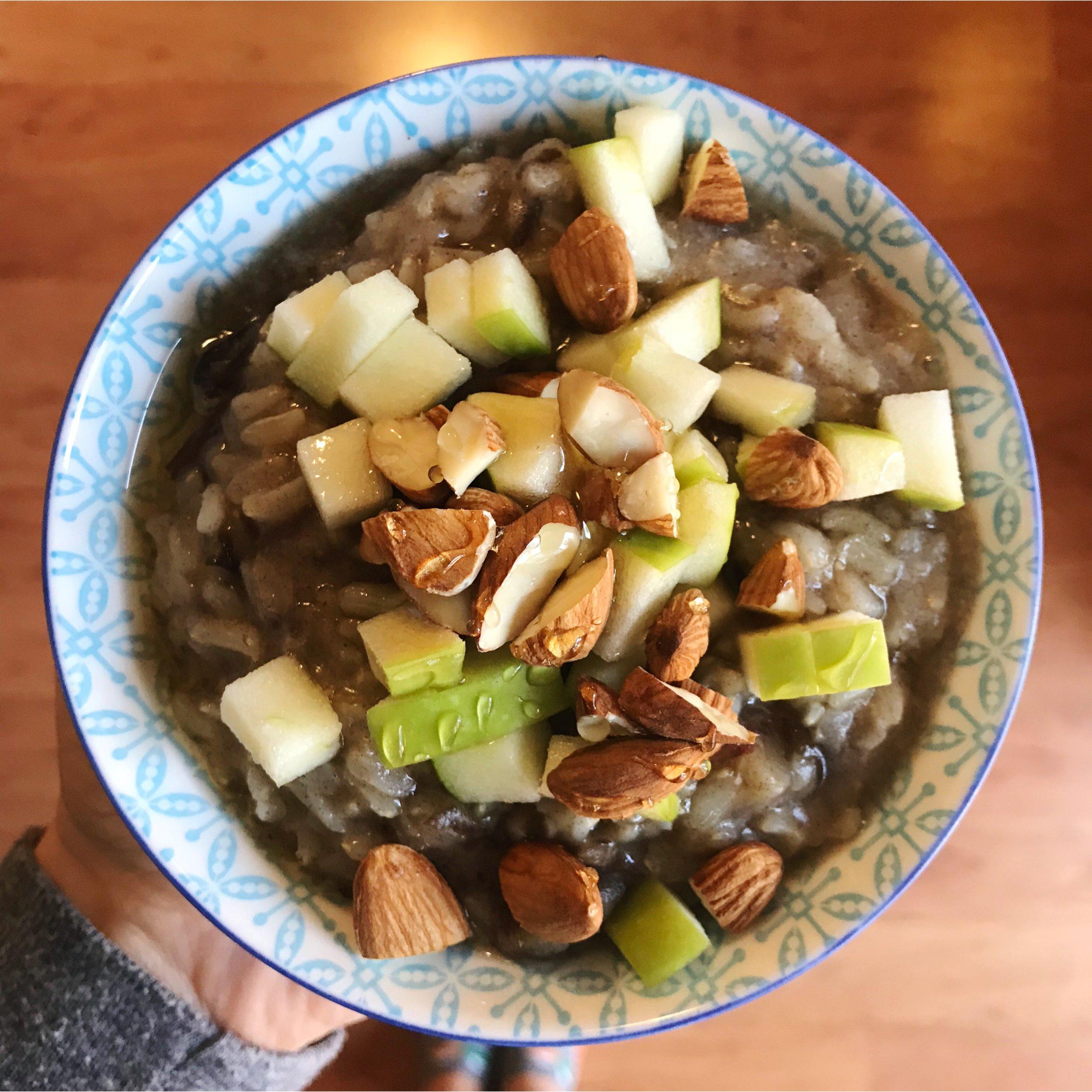 rice porridge w/apples + almonds