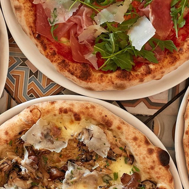 Winter + long weekends + pizza = 👌🏼! We are OPEN ALL LONG WEEKEND 🍕 #queensbirthday #longweekend #pizzaparty #saturdaynight #winterwarmers #delicious #pizzaperfection #yummy #melbournepizza #melbournerestaurants #mangiamangia