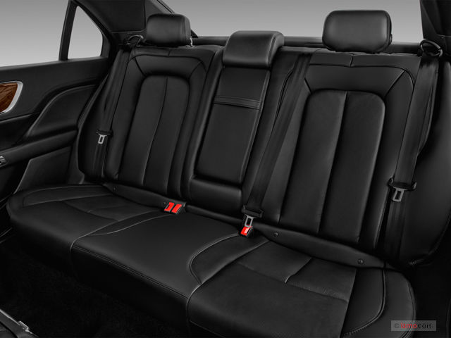 2018_lincoln_continental_rearseat.jpg