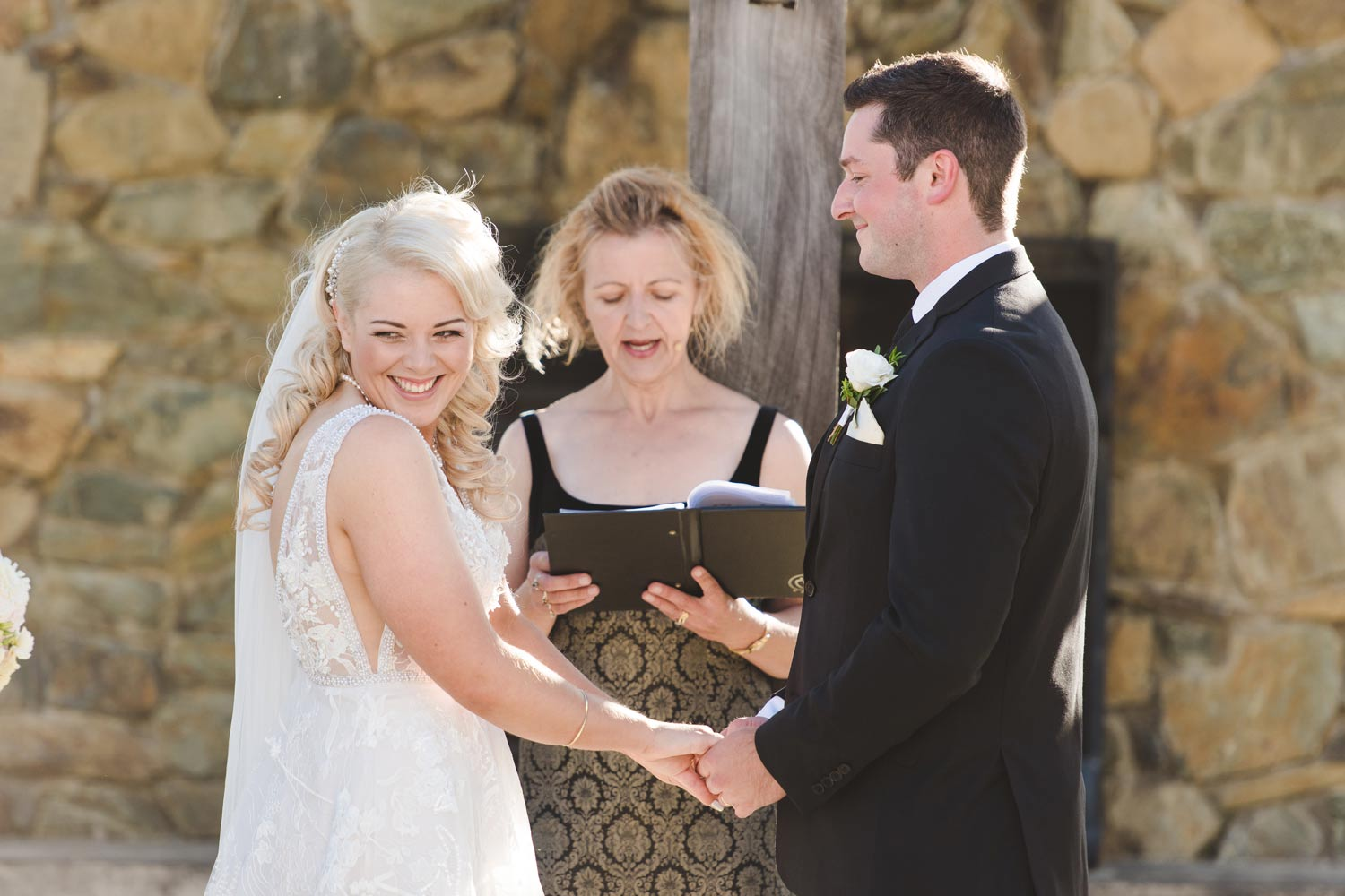 Josie and Heath wished for a relaxed ceremony with a splash of humor!!