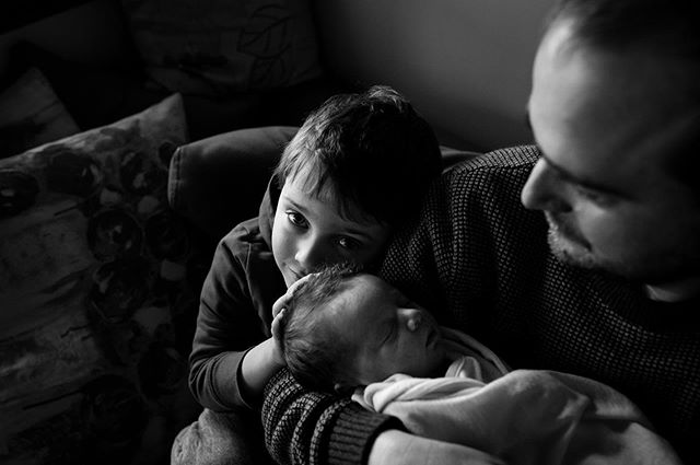 Love that big brother hand gently holding his precious new sister . . . .  #nelsonphotographer #nelson #familyphotography #lifestylephotography #smiles #joy #families #nzfamilies #nzphotography #ohbaby