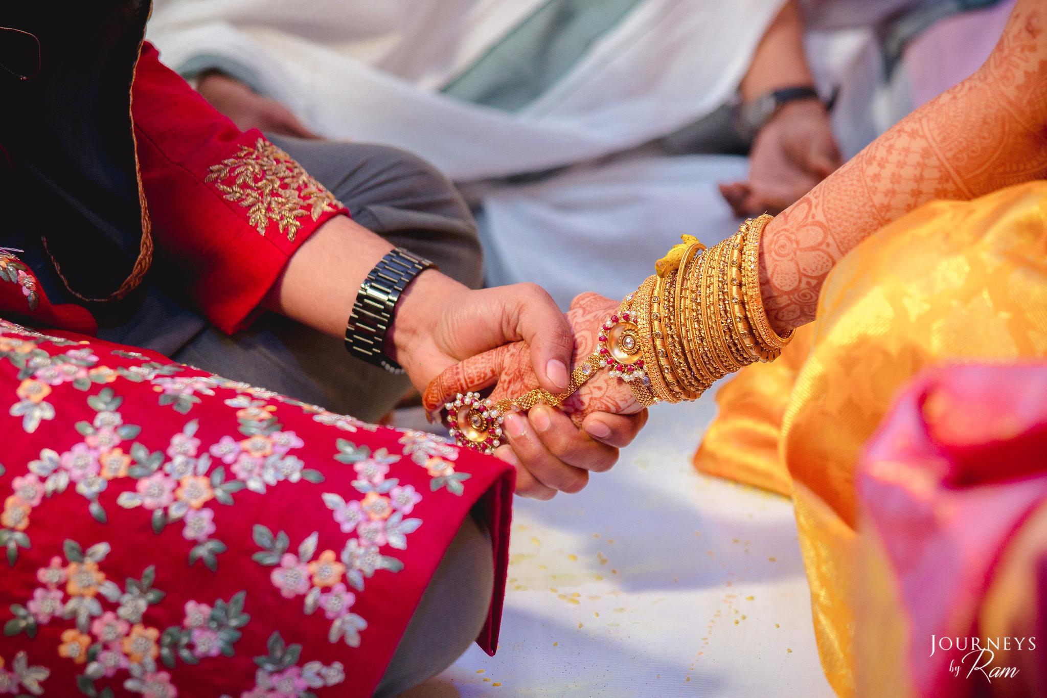 Suhani-pittie-haathphool-indian-bride.jpg