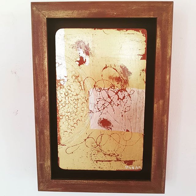 This beauty of 23.5 ct gold painting got back from the frames after I  hand painted the frame with casein paint and gold flecks. Ready to be exhibited @jewellerylondon 1st September.