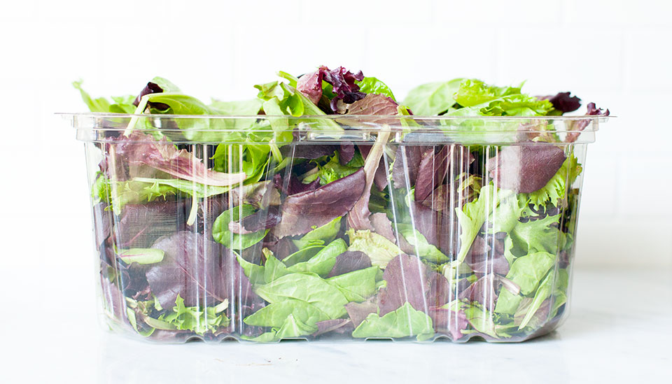 How to store lettuce and how to wash lettuce and keep it crisp. The ultimate guide to washing and storing salad greens.   Loveleaf Co.   #salad #lunch #easyrecipe #work #healthy #glutenfree #paleo #vegan #saladgreens #lettuce