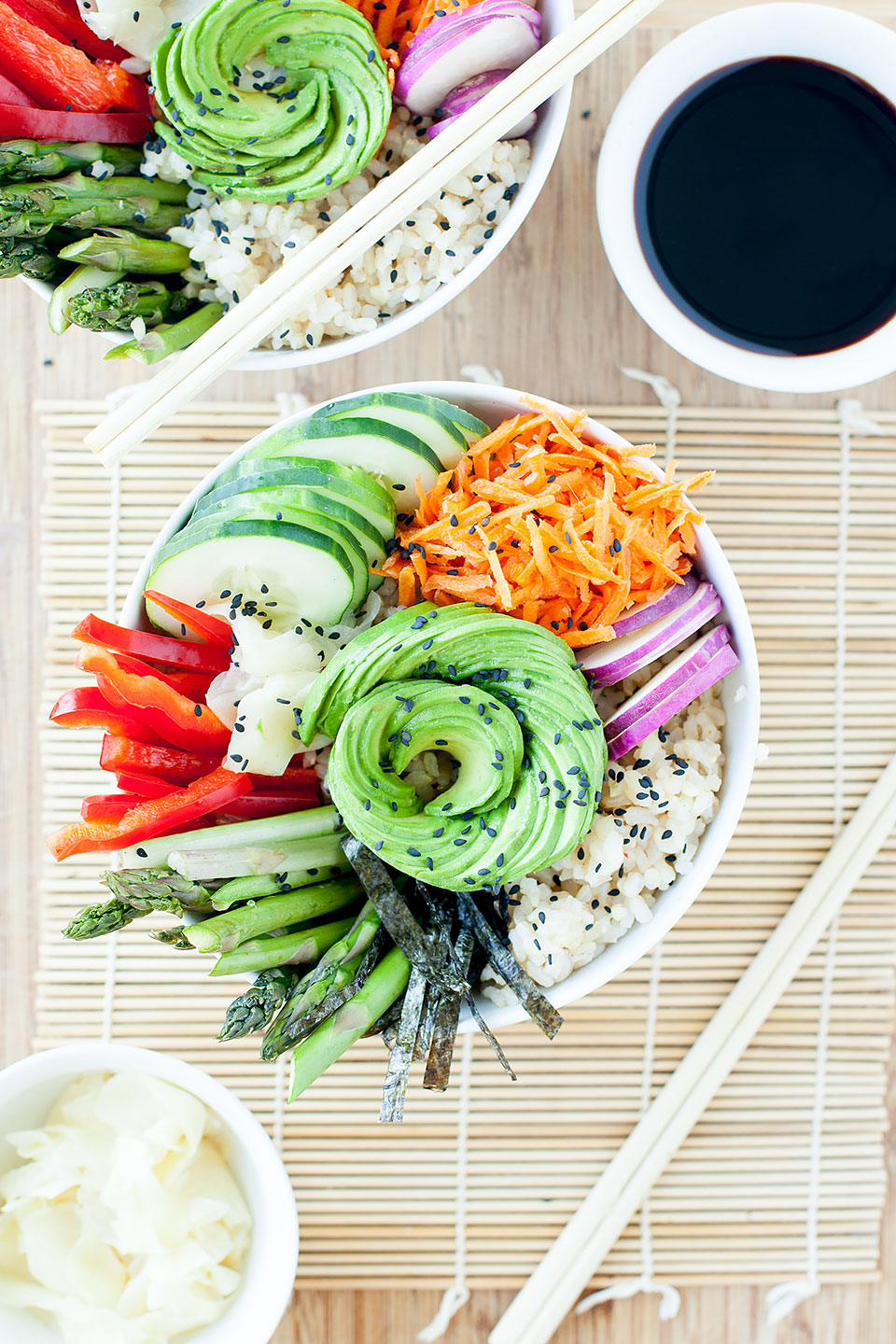 VEGAN SUSHI SALAD BOWLS | Loaded with seasonal veggies and perfect for a healthy, quick, and easy weeknight meal. Vegan and gluten-free. | LOVELEAF CO. #vegan #sushi #glutenfree #vegetarian #vegansushi #easyrecipe #salad #bowl