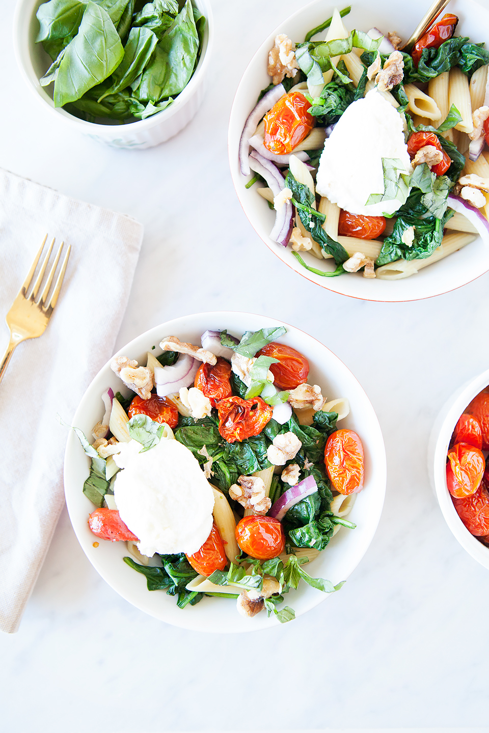 Roasted Tomato and Spinach Pasta Bowls | Vegan and gluten-free. | Loveleaf Co. | www.loveleafco.com